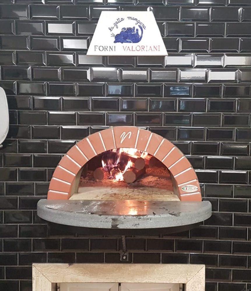 Il nuovo forno a legna de La Gatta Mangiona