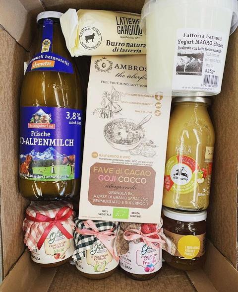 Pacco di prodotti destinato al delivery