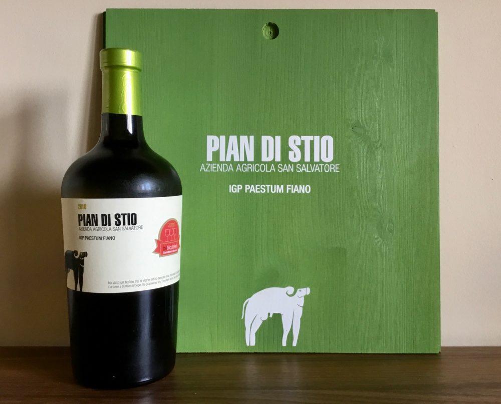 Pian di Stio, la bottiglia non convenzionale così come il suo contenuto