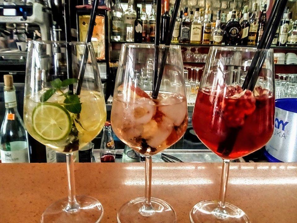 Globe cafe' - Giallo Janara, Rosa Nurca, Cappuccetto Rosso - dal web