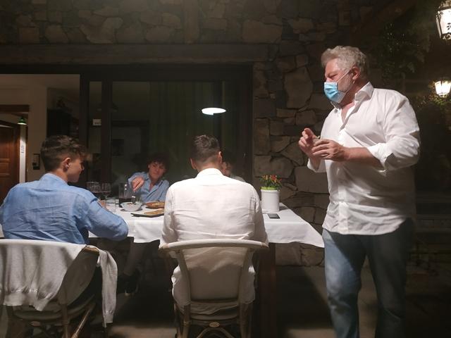 La Casa di Lella - Lo chef durante il servizio tra i tavoli