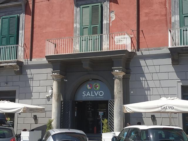 La pizzeria di Riviera di Chiaia