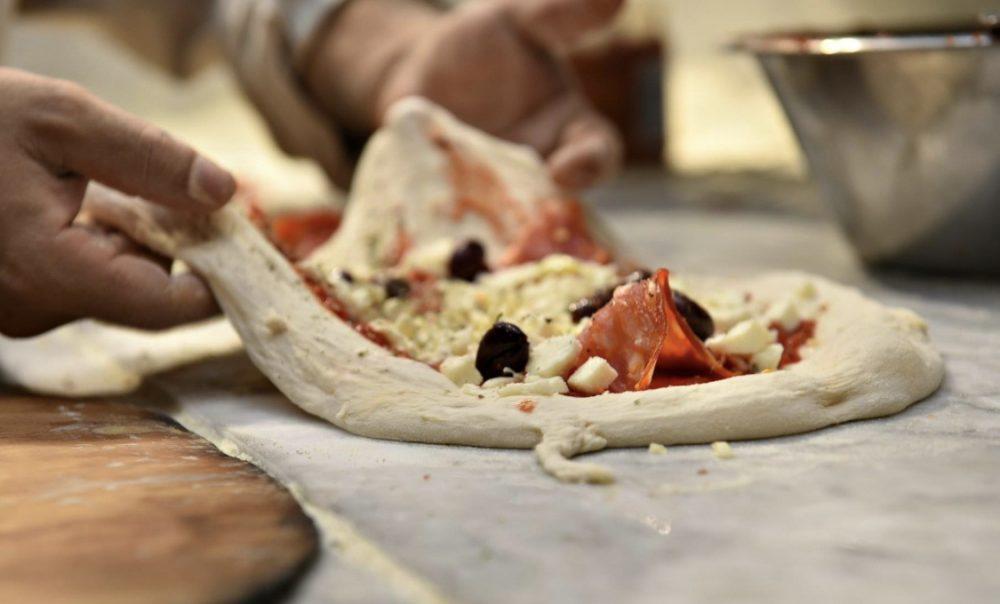 Pizzeria La Famiglia - preparazione