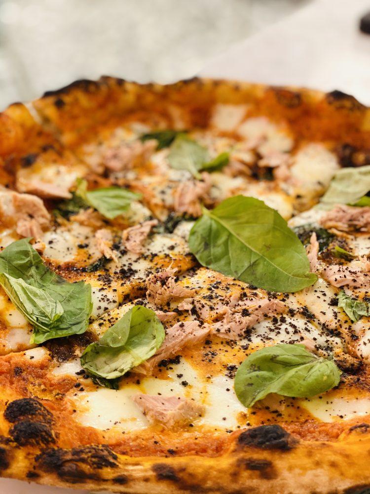 Pizzeria Maggie La Capricciosa - pizza La Nuova Tonno e Cipolla