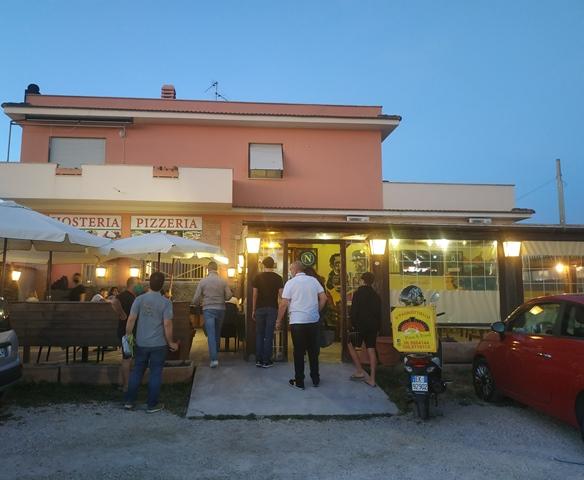 Pizzeria O' Pagnottiello - l'entrata della pizzeria