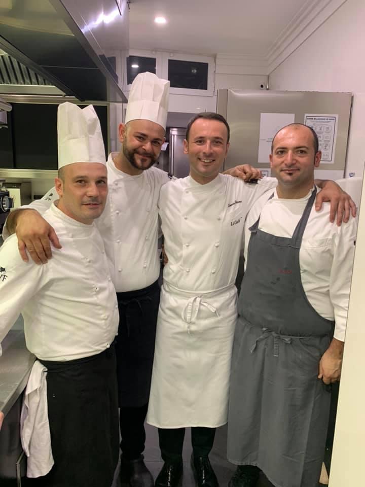 Salvio Perna - secondo da sinistra - con il pasticciere Carmine Di Nardi e i due sous chef Domenico Langella e Antonio Mezzanino