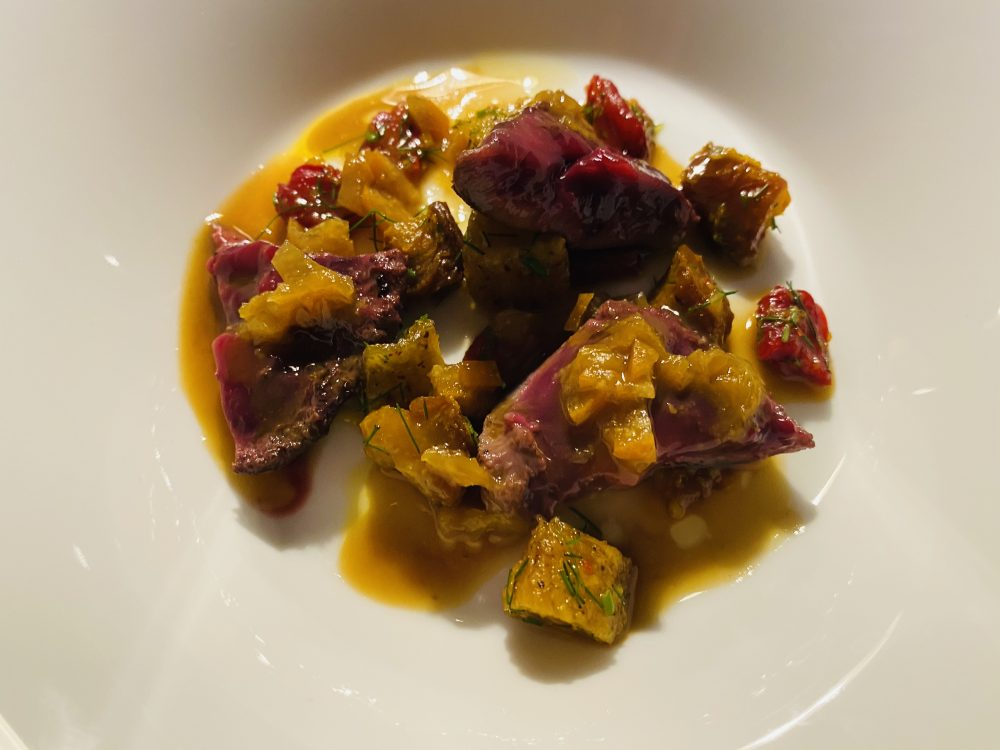 Mauro Uliassi - rognone, brodo di arancia, miso e cannella, albicocche, pesche, peperoni e pomodori essiccati