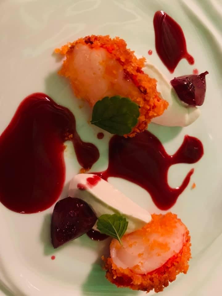 La Pergola - Astice in crsta piccante su crema di mandorle con ciliegie marinate alla verbena e ala rosa turca