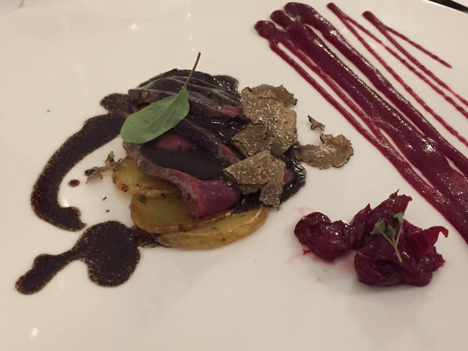 Don Alfonso 1890, oca selvatica, con patate. frutti rossi e tartufo. Fuori menu.