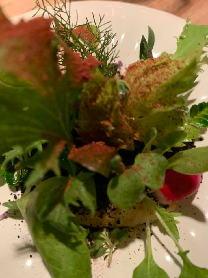 Accursio Ristorante -L'orto, misticanza su crena di ceci e formagggio