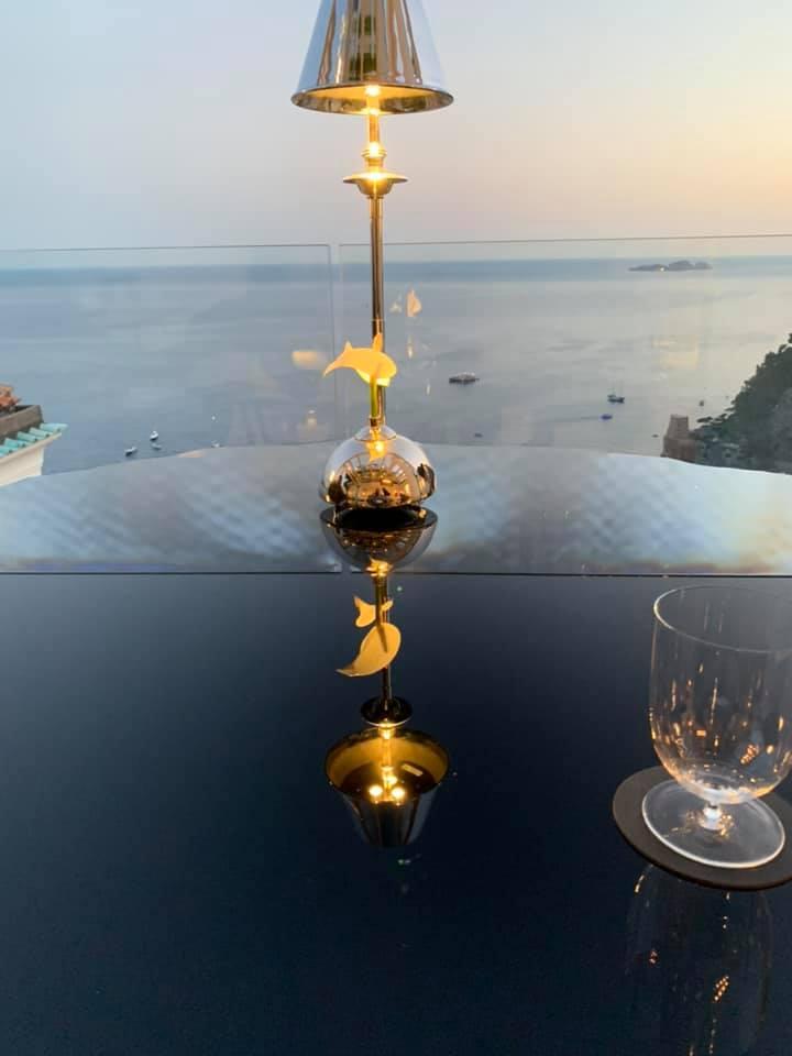 Hotel Villa Franca, il tavolo sull'infinito