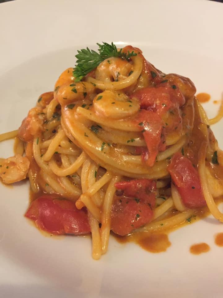 Il Gozzo a Salerno, spaghetti in bisque di gamberi e gamberetti