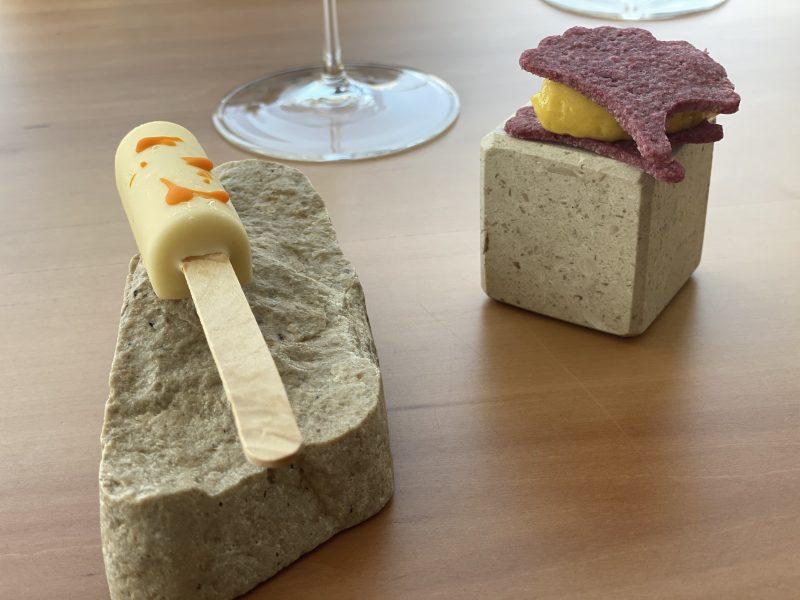 Contaminazioni Restaurant - Pre - dessert di Biscotto al lampone con sorbetto al mango e gelatino di cantalupo con camicia di cioccolato al latte