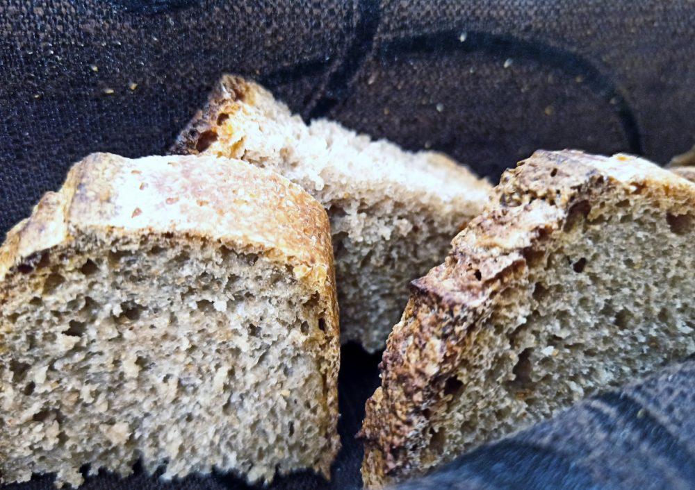 Existo - Osteria Molisana - il Pane fatto in proprio con farine di grani antichi Molisani