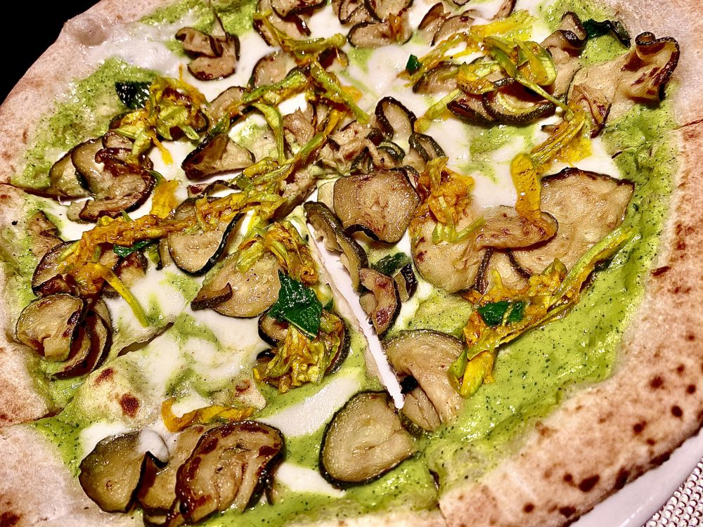 Dry Milano, Zucchina a Tutto Tondo, Impasto a 48 ore di lievitazione, doppia consistenza di zucchine, Scapece, fiori di zucca marinati e fior di latte