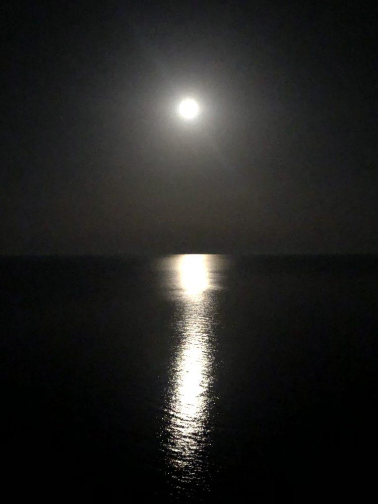 La Tana della Sirena, luna a mare