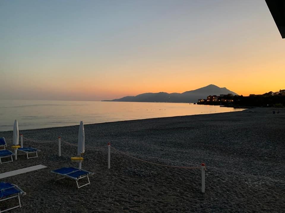 Lido Delphinus, la spiaggia al tramonto
