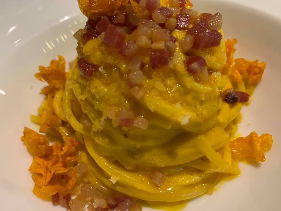 Murika a Modica, spaghetti carote, acciughe, guanciale e ragusano