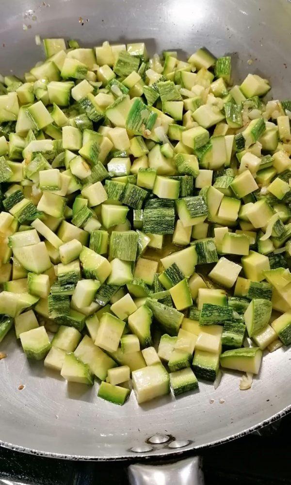 PASTA ALLE ZUCCHINE - L'aggiunta delle zucchine