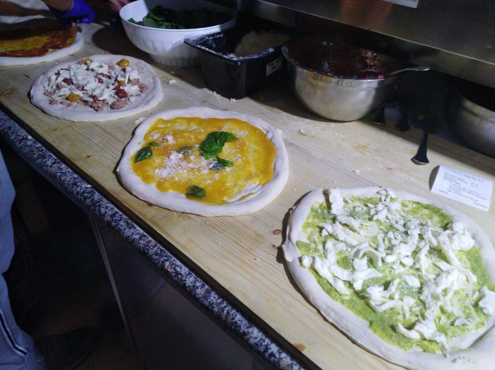 Pizzeria Lievita 72 Pizze in preparazione