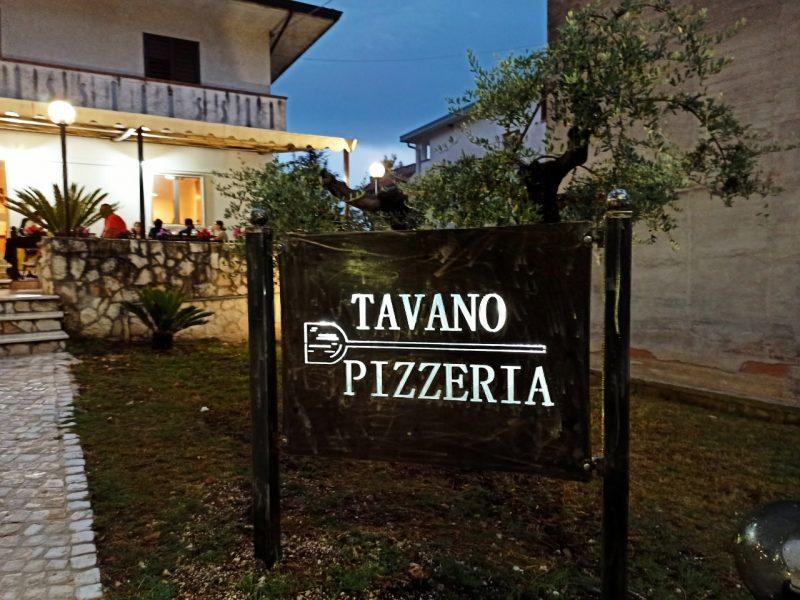 Pizzeria Tavano - Insegna