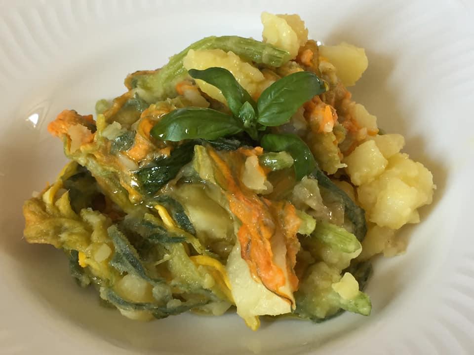 Zuppetta di patate e fiori di zucca
