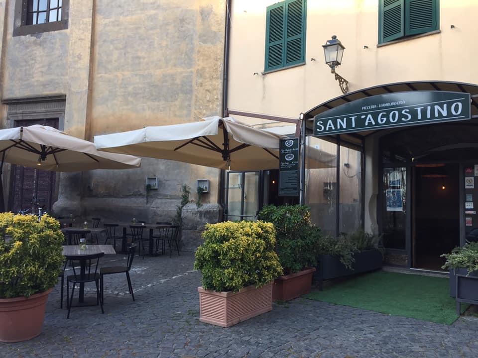 pizzeria Sant'Agostino, Tuscania, tavoli esterni