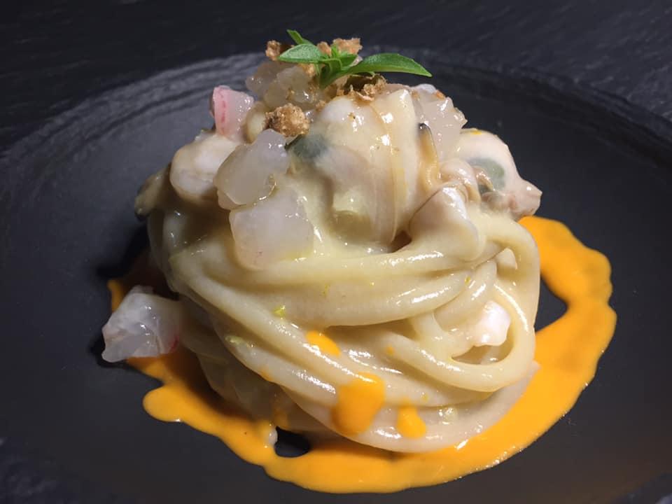 Lorelei Sorrento, Spaghetto di Gragnano alle vongole veraci e crudo di ricciola, marinato agli agrumi e coulis di Caponata
