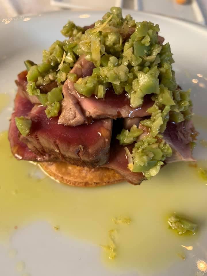 Lungomare Restaurant -Tonno Scottato Focaccina rustica, pomodori confit, cipolle rosse e battuto di olive