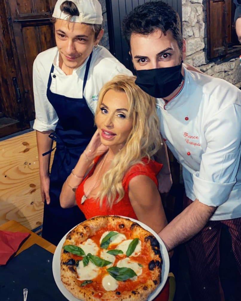 Lago Pineta - pizza per Valeria Marini