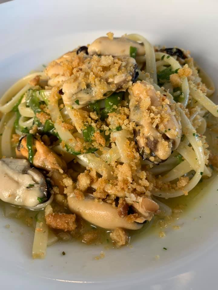Lungomare Restaurant - Linguine Lungomare Cozze, Peperoncini di Fiume, Origano fresco e Pane Piccante