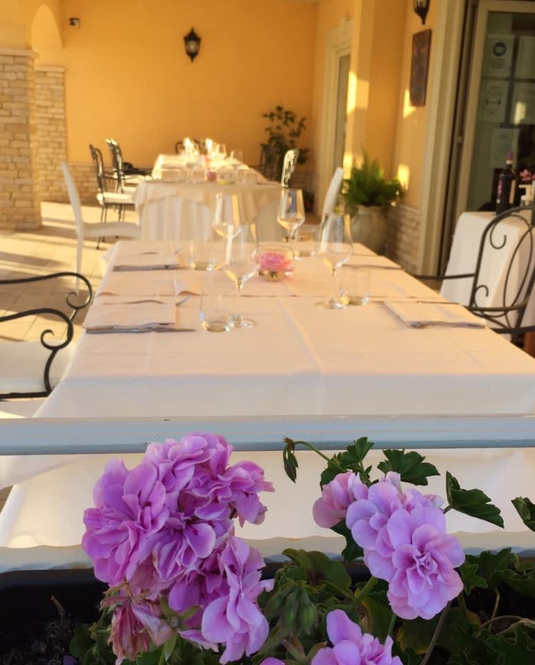 Villa Marchesa, i tavoli in veranda