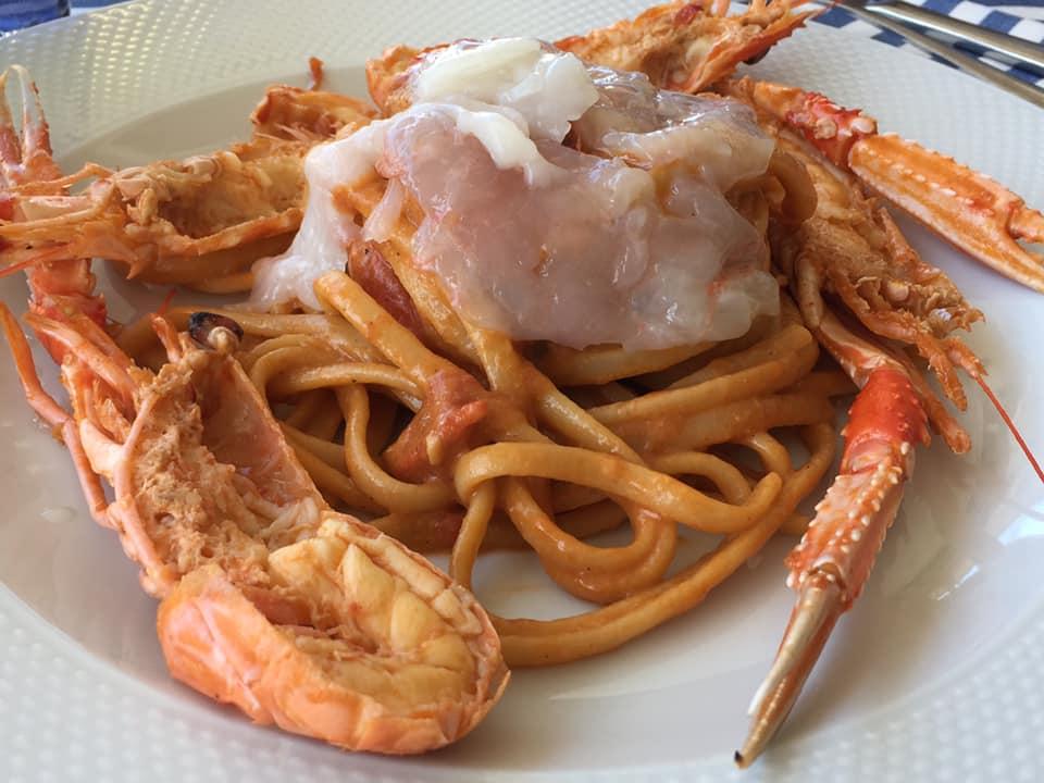 Anema e Pizza ad Acciaroli, linguine con scampi crudi e cotti