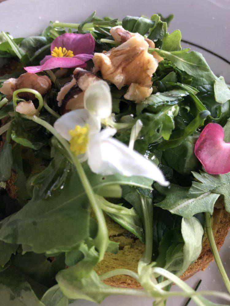 Agriturismo Corbella - bruschetta alla curcuma con erbe