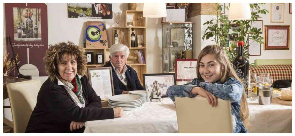 Clara, Maurizio e la figlia Elena che si prepara a rappresentare la nuova generazione di Corte dei Venti