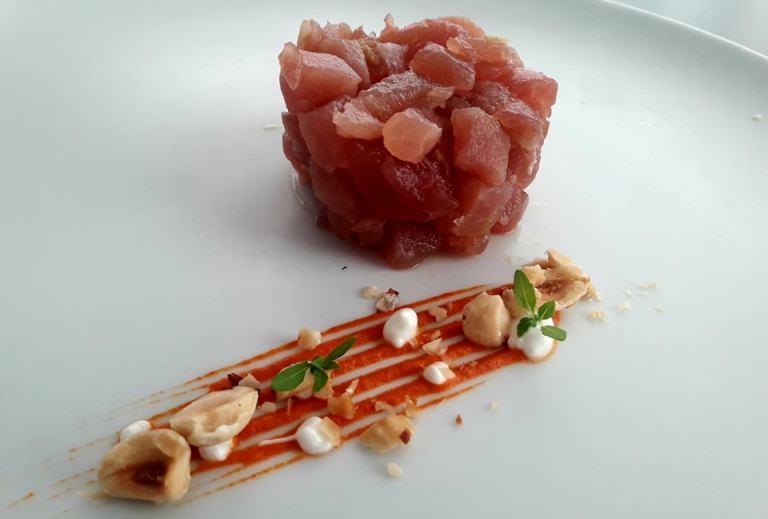 Emozionando, Tartare di tonno con salsa alla nduja nocciole e yogurt