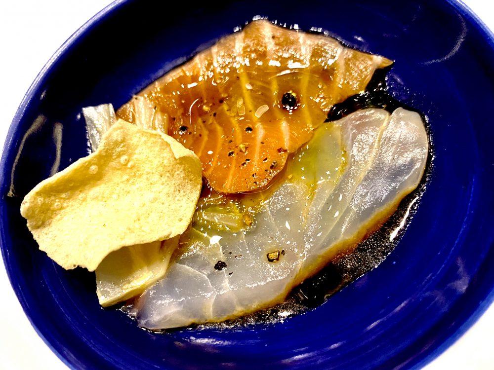 Carpaccio di Salmone Alaska e Ricciola Giapponese, Ponzu, Indivia Brasata e Cracker di Ceci