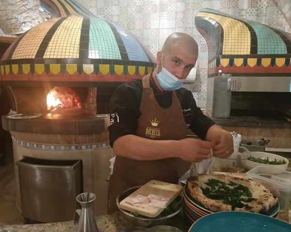 Il pizzaiolo Angelo Rumolo