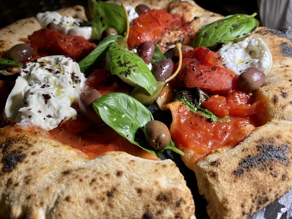 La Contrada - pizza San Marzano alla puttanesca