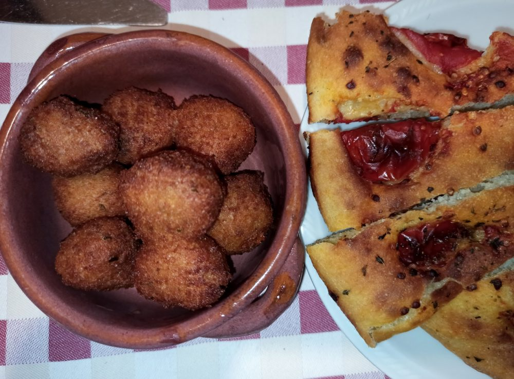 Masseria Aglio Piccolo - Polpette di pane e Focaccia