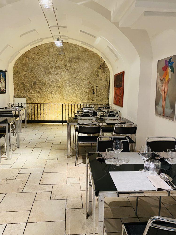 Ristorante Zi' Rico - sala con muro ciclopico
