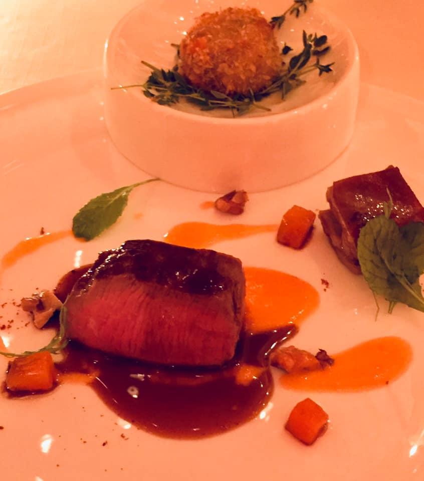 Villa Cimbrone, cena con Emanuele Scarello e Lorenzo Montoro, agnello nostrano con salsa di albicocche glassate con liquore Concerto di Tramonti