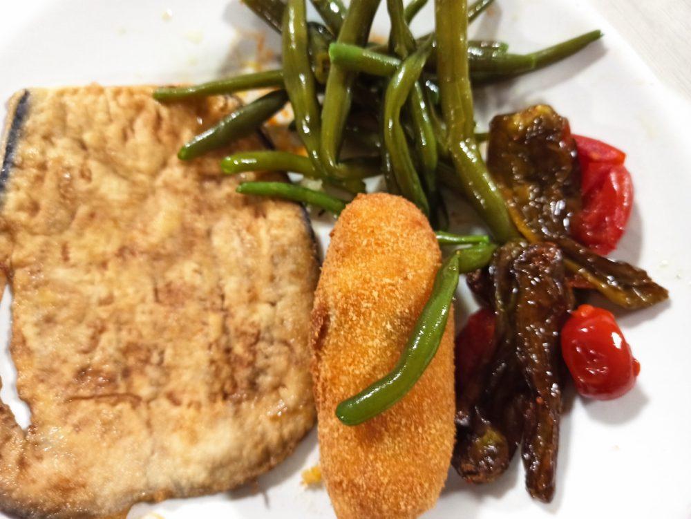 Da Gianni - Melanzana indorata e fritta, Crocche', Fagiolini e Peperoncini al pomodorino