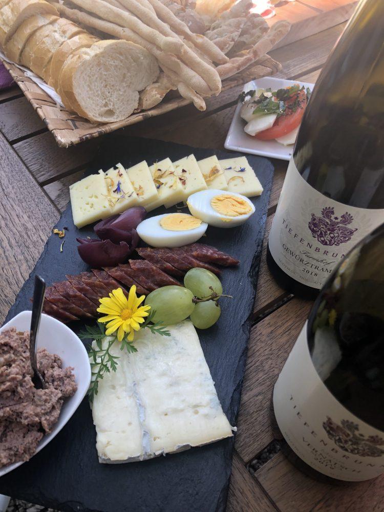 Colazione altoatesina con i vini di Cantina Tiefenbrunner