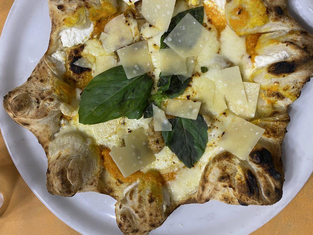 Antica Pizzeria Aiello - pizza Sole di Napoli