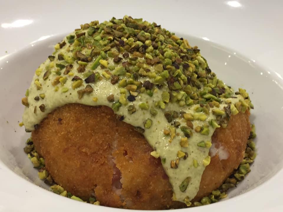 Non Solo Pane a Vallo della Lucania, arancino con mortadella e crema al pistacchio