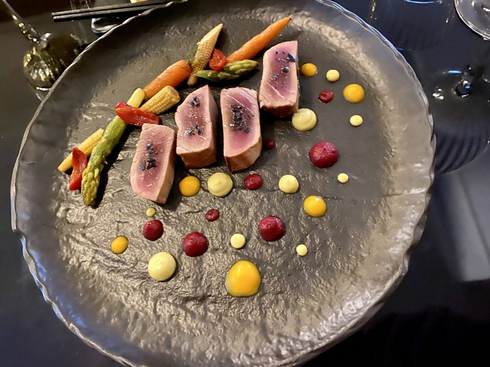 Bushi - Tataki di tonno con salse e verdure di stagione al burro