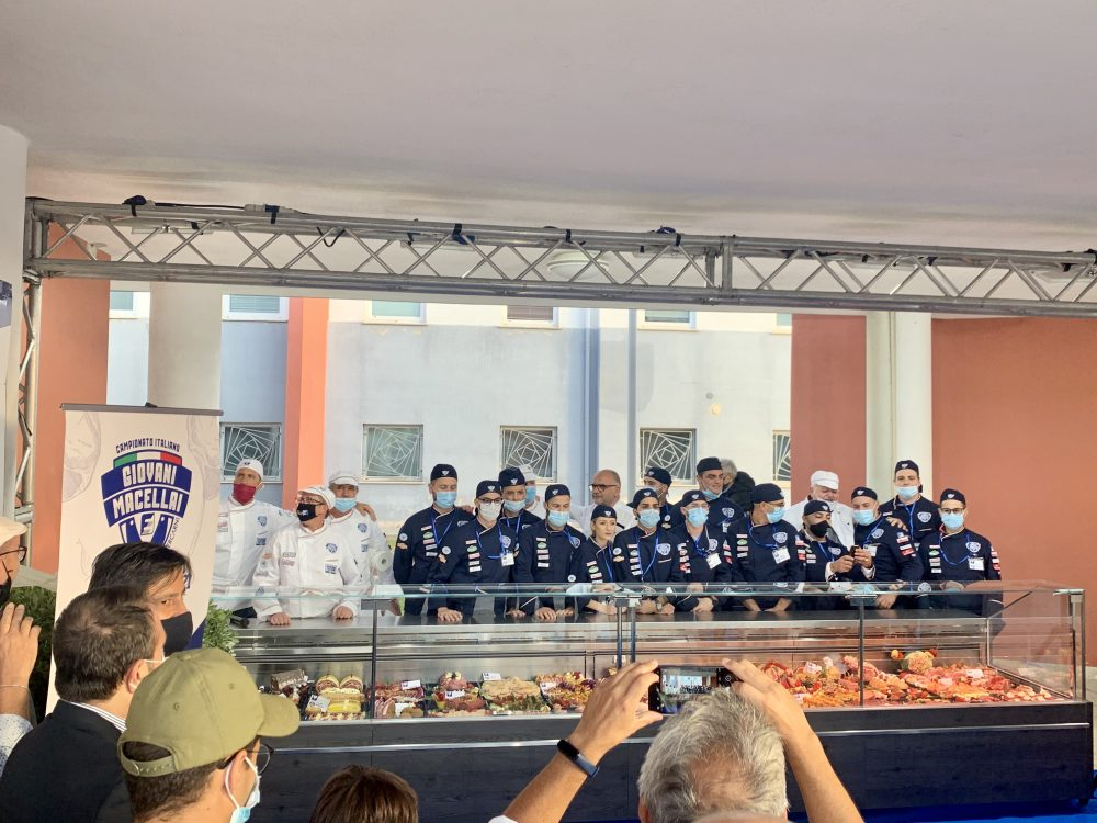 Campionato giovani macellai - giovani concorrenti in gara