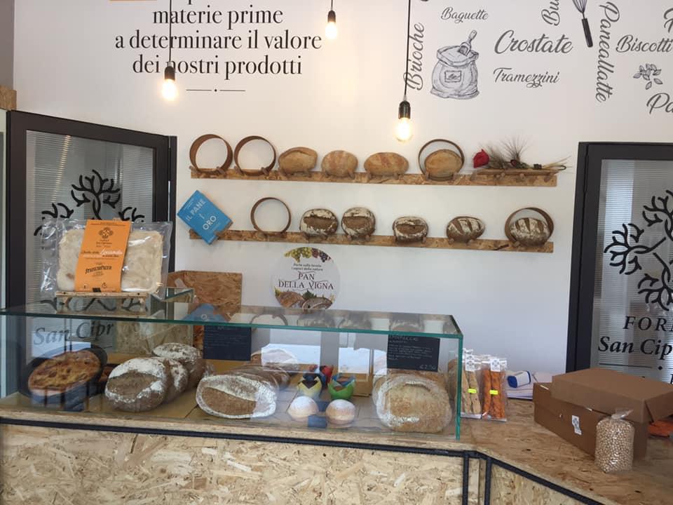 Forno San Cipriano, il banco del pane