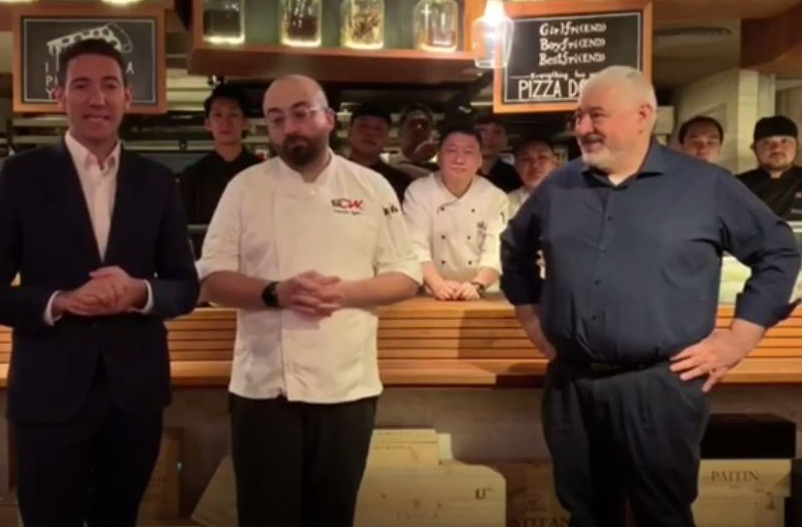 Graziano De Gregorio con gli chef Valentino Ugolini e Umberto Bombana